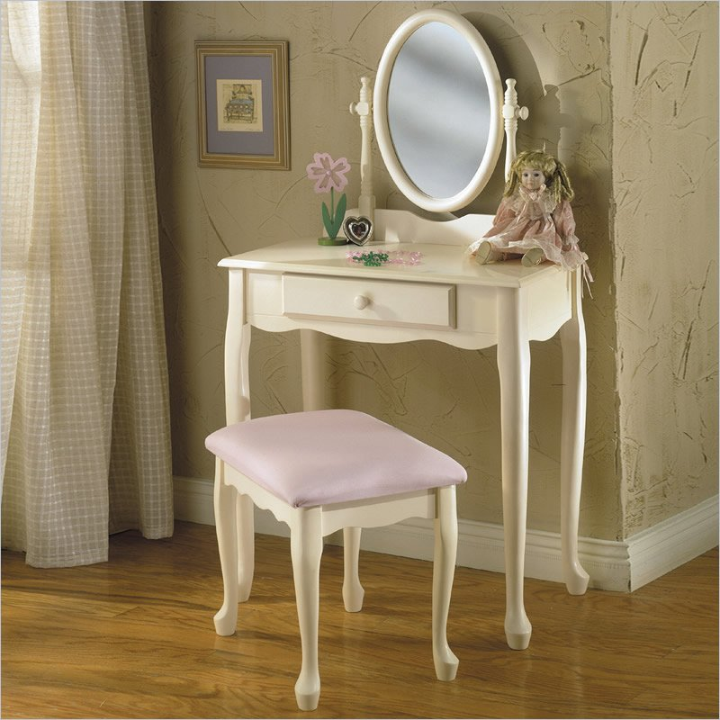 Image of: Tiny Vanity Table with Lighted Mirror