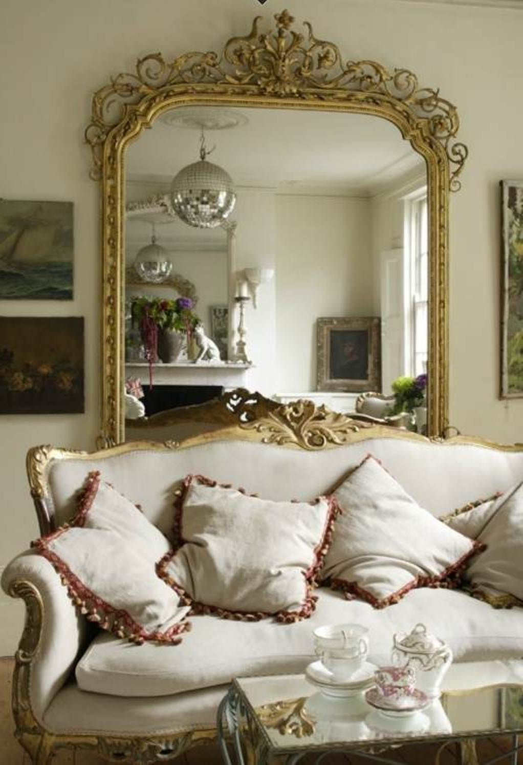 Image of: Traditional Gold Framed Wall Mirror