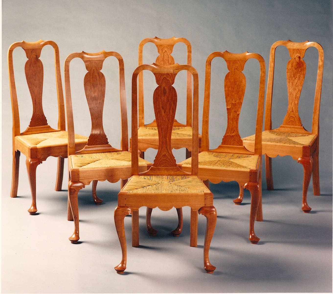 Image of: Popular Traditional Queen Anne Dining Chairs