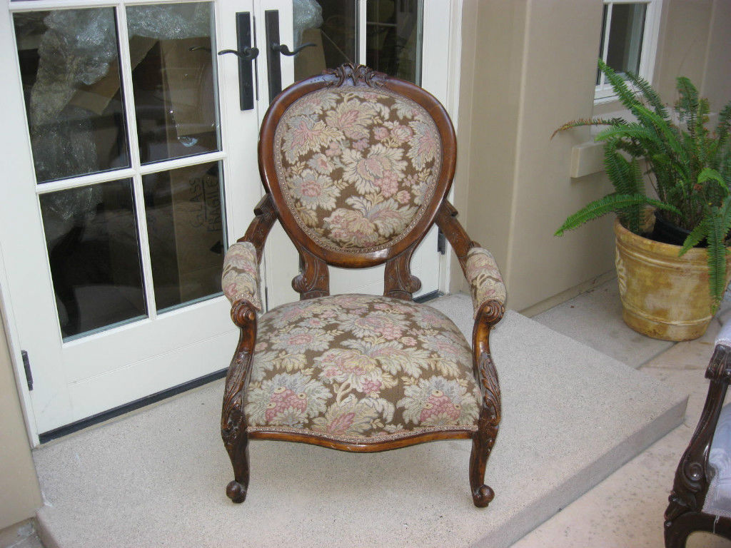 Image of: traditional upholstered arm chair
