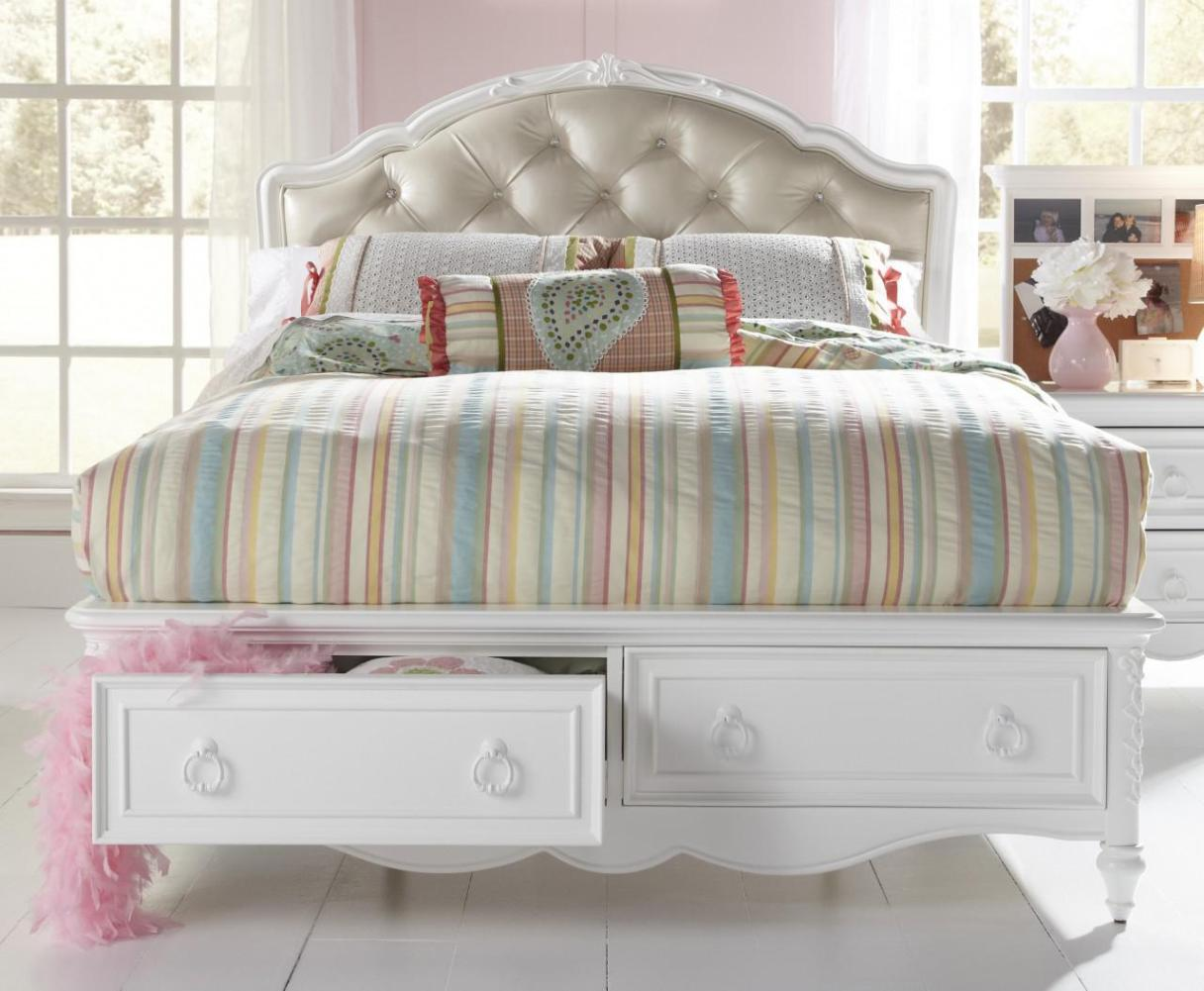 Image of: Tufted Headboard Queen