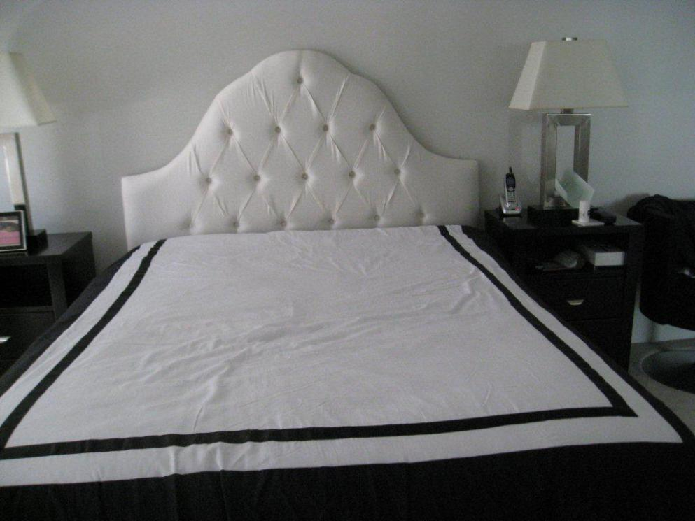 Image of: Tufted Headboards For Queen Beds