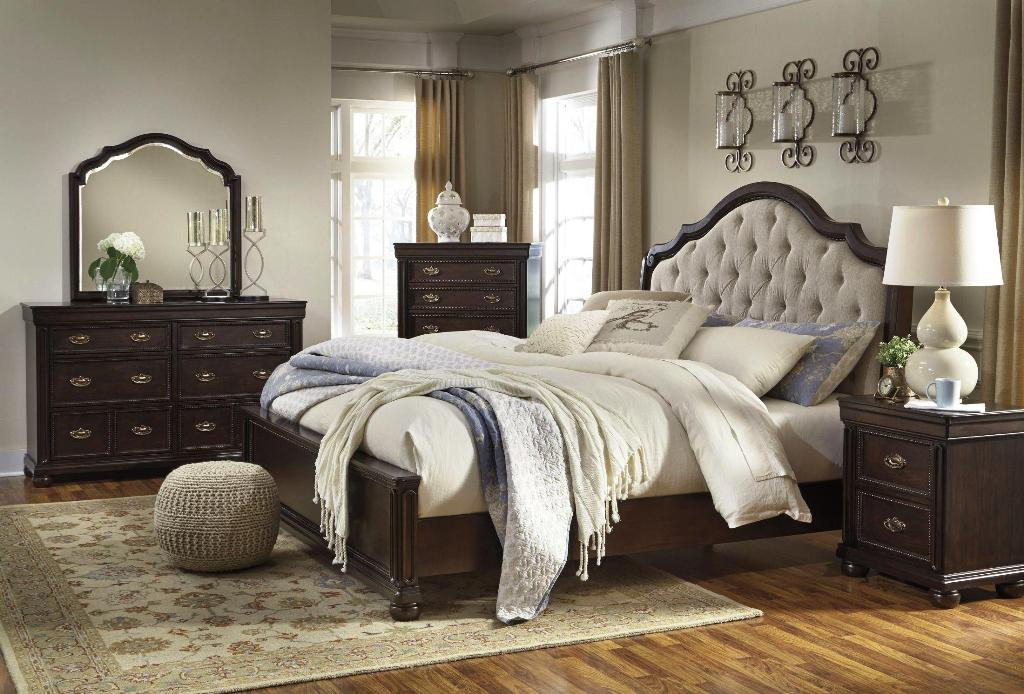 Image of: Tufted Upholstered Bedroom Sets