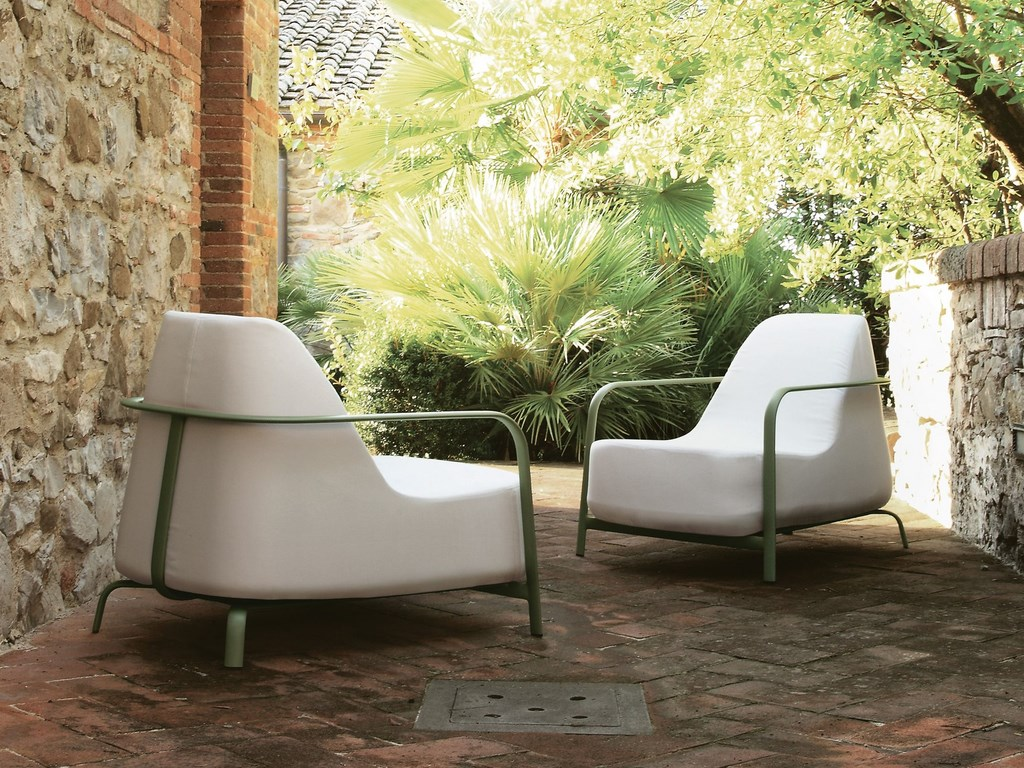 Image of: upholstered arm chair white
