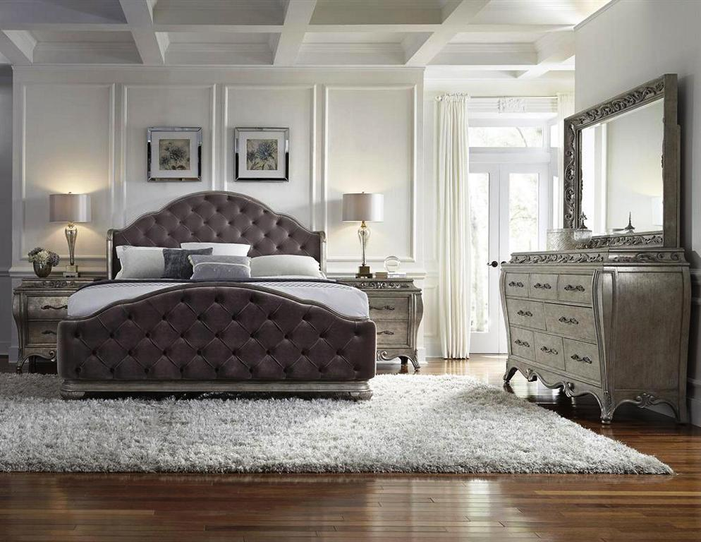 Image of: Upholstered Queen Bedroom Sets