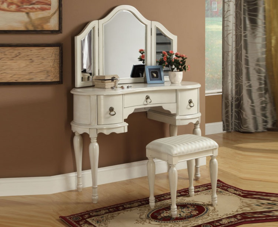 Image of: Used Mirrored Vanity Set for Sale