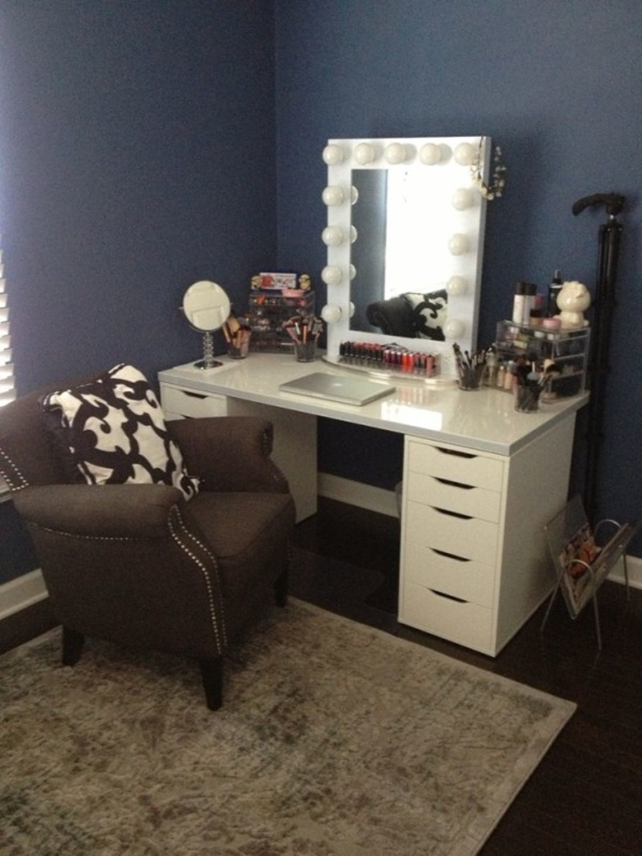 Image of: Amazing Vanity Desk With Mirror Design