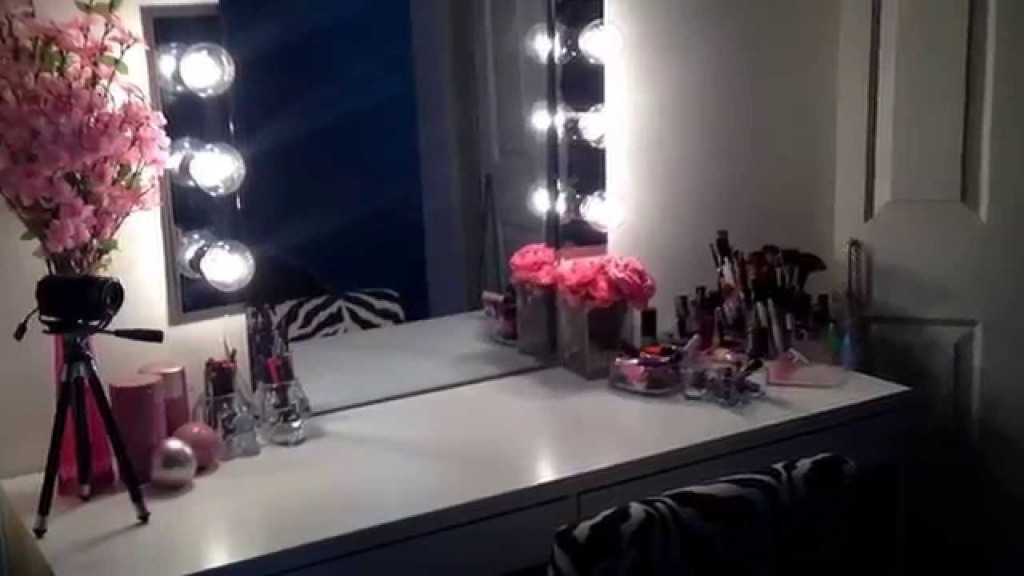 Image of: Vanity Mirror with Light Bulbs Blowing