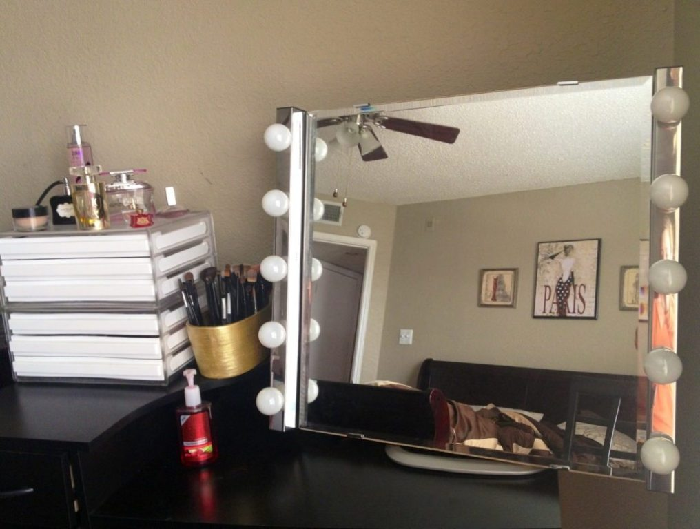 Image of: Vanity Mirror with Light Bulbs Burning Out