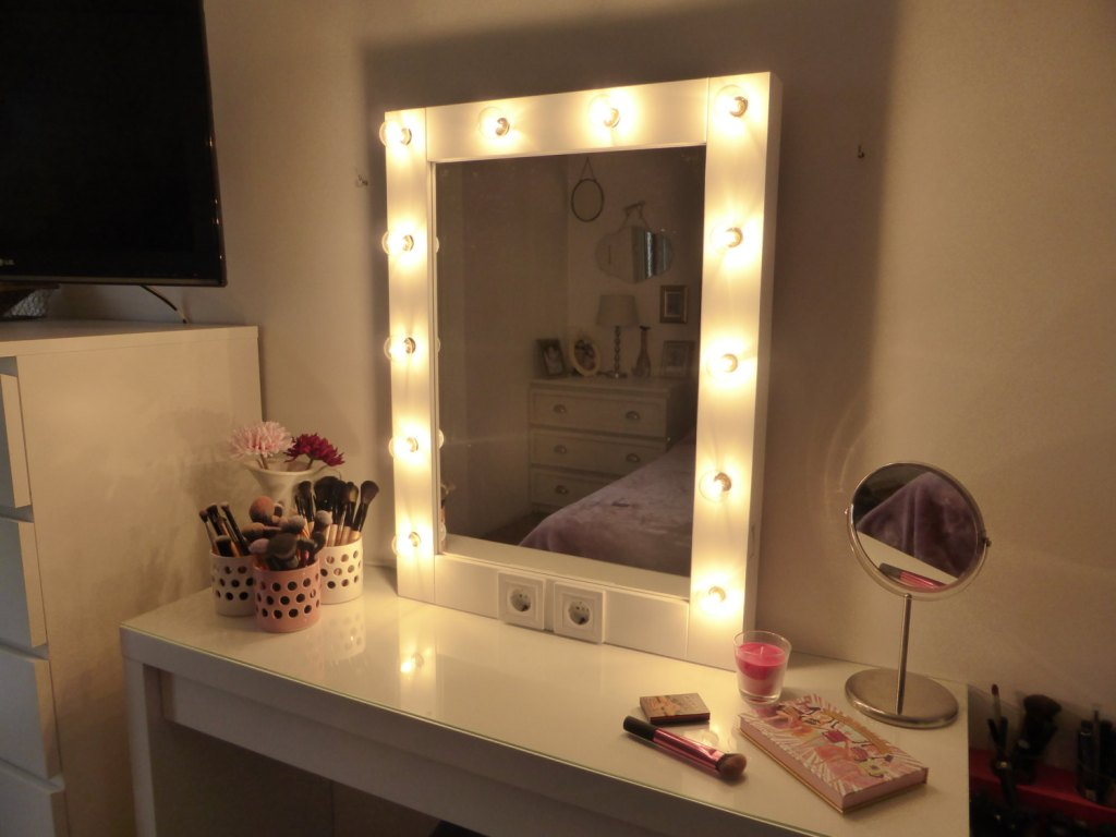 Vanity Mirror with Light Bulbs Plus