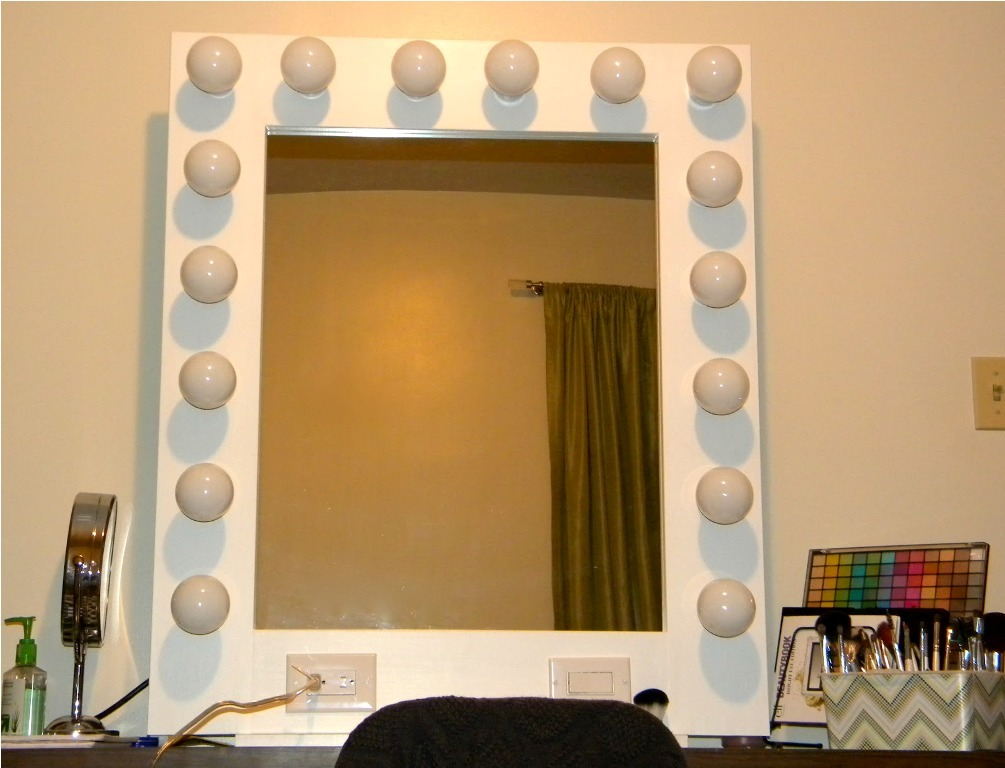 Image of: Vanity Mirror with Light Bulbs Review