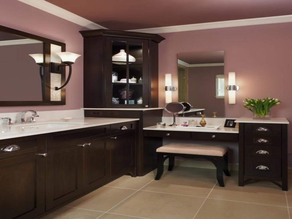 Image of: Vanity Set with Lighted Mirror Pictures