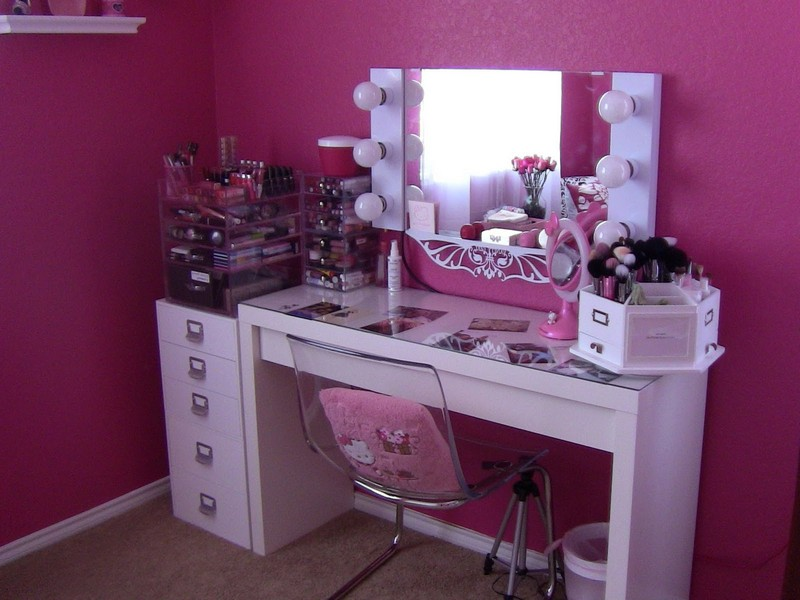 Image of: Vanity Table with Lighted Mirror And Bench