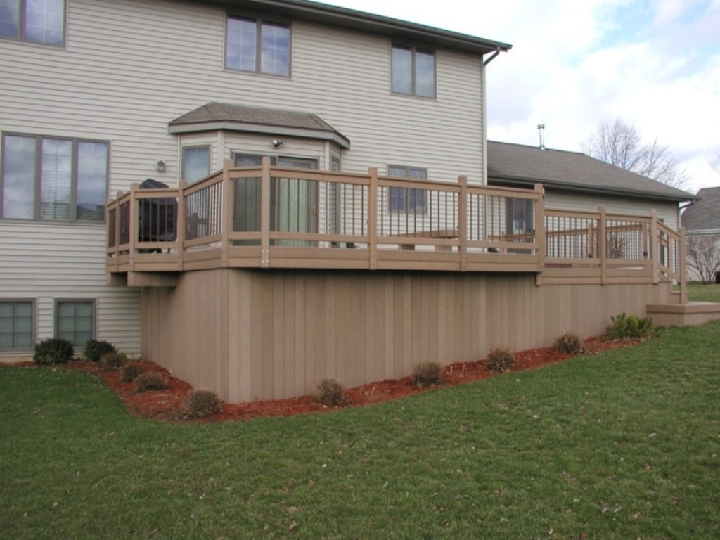 Image of: Vertical Deck Skirting Ideas