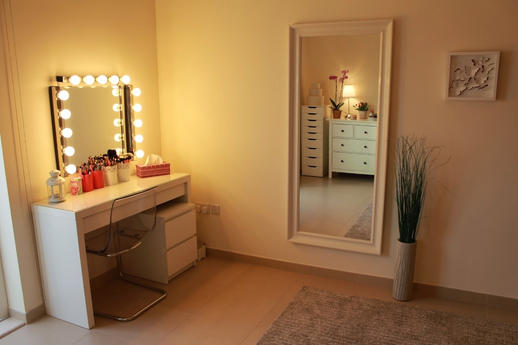 Image of: Wall Mount Makeup Mirror Chrome