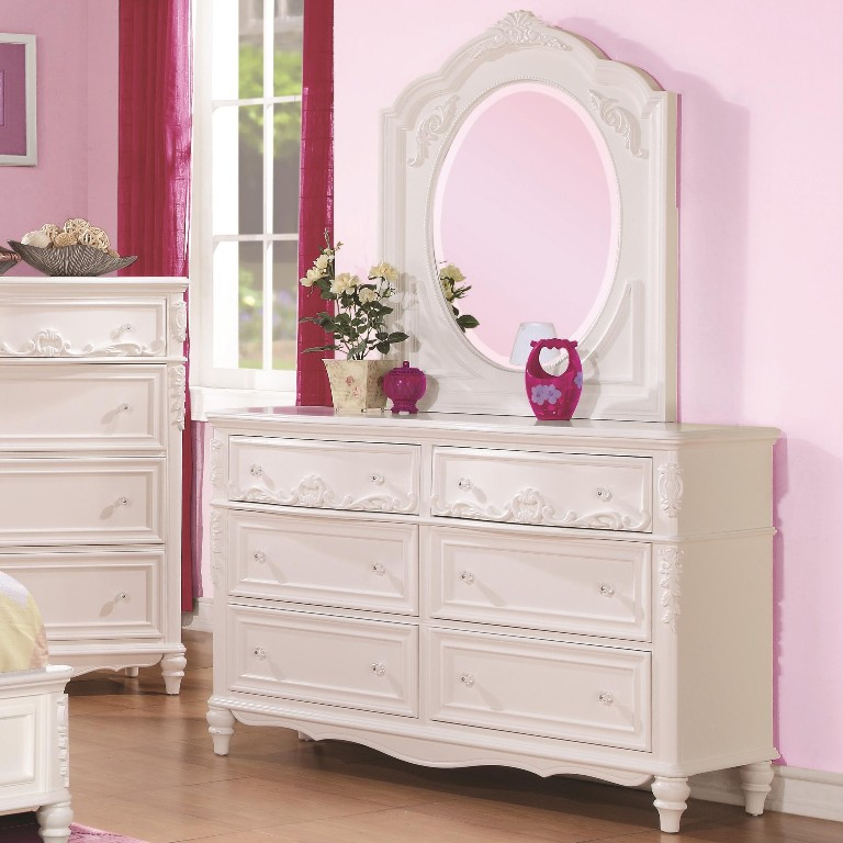 Image of: White Tufted Bedroom Set