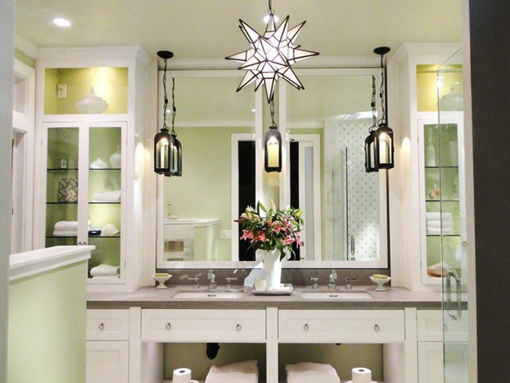 Image of: White Vanity Set with Lighted Mirror