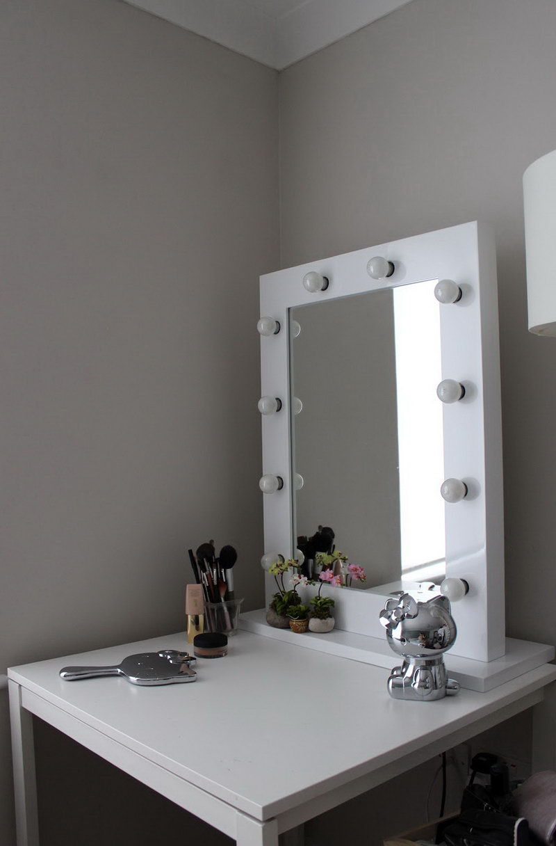 Image of: Whiye Vanity Table with Lighted Mirror
