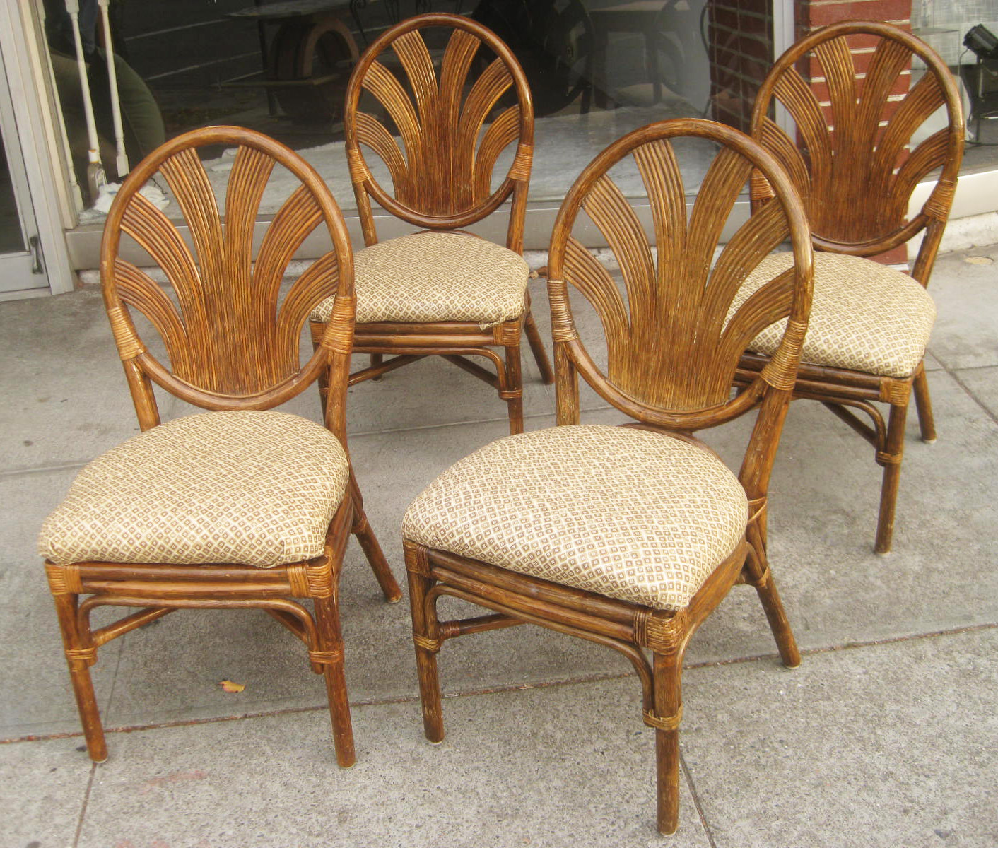 Image of: wicker dining chairs with cushion