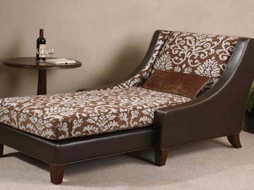 wicker lounge chair with ottoman