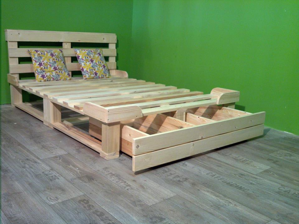 Image of: Wood Pallet Bed Ideas