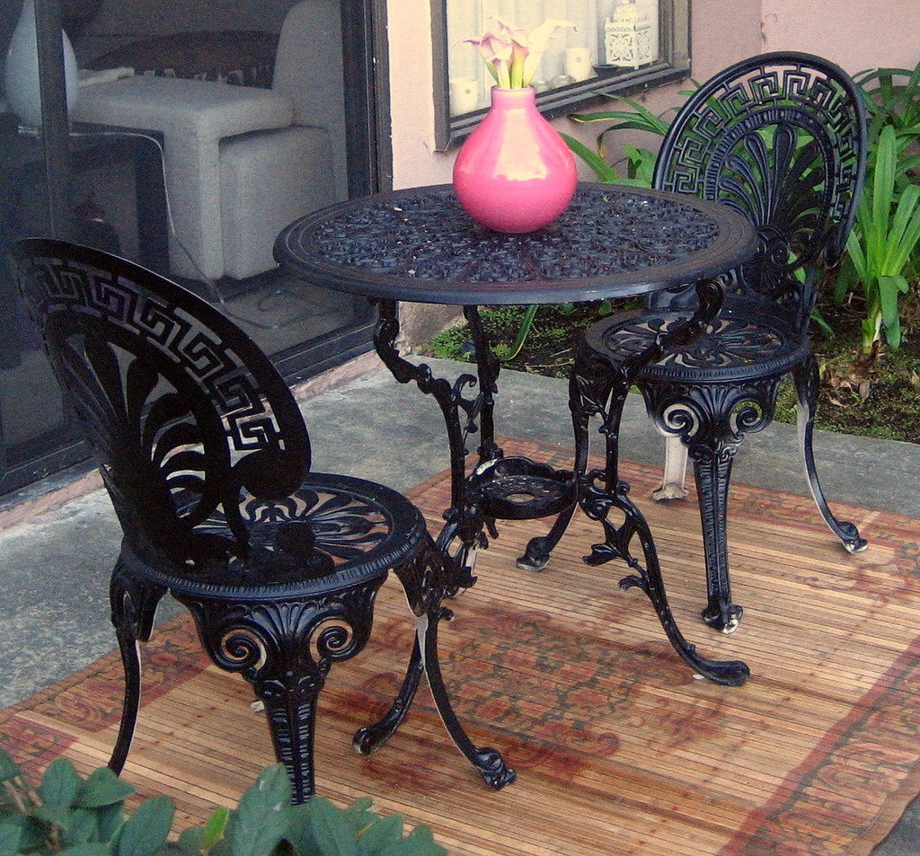 Image of: wrought iron chairs and table