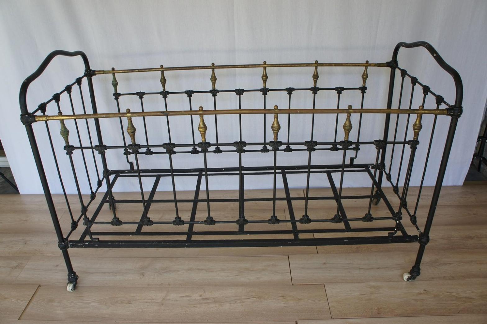 Image of: Wrought Iron Daybed Frames