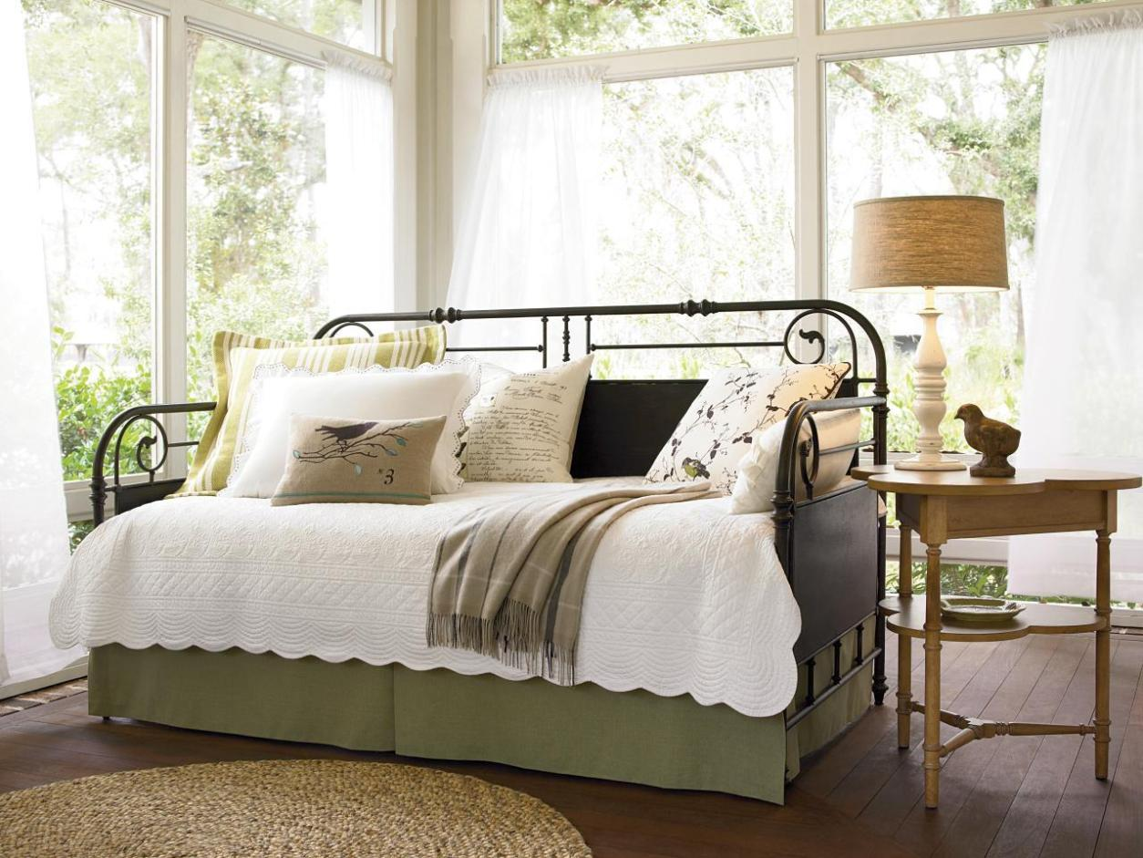 Image of: Wrought Iron Daybed
