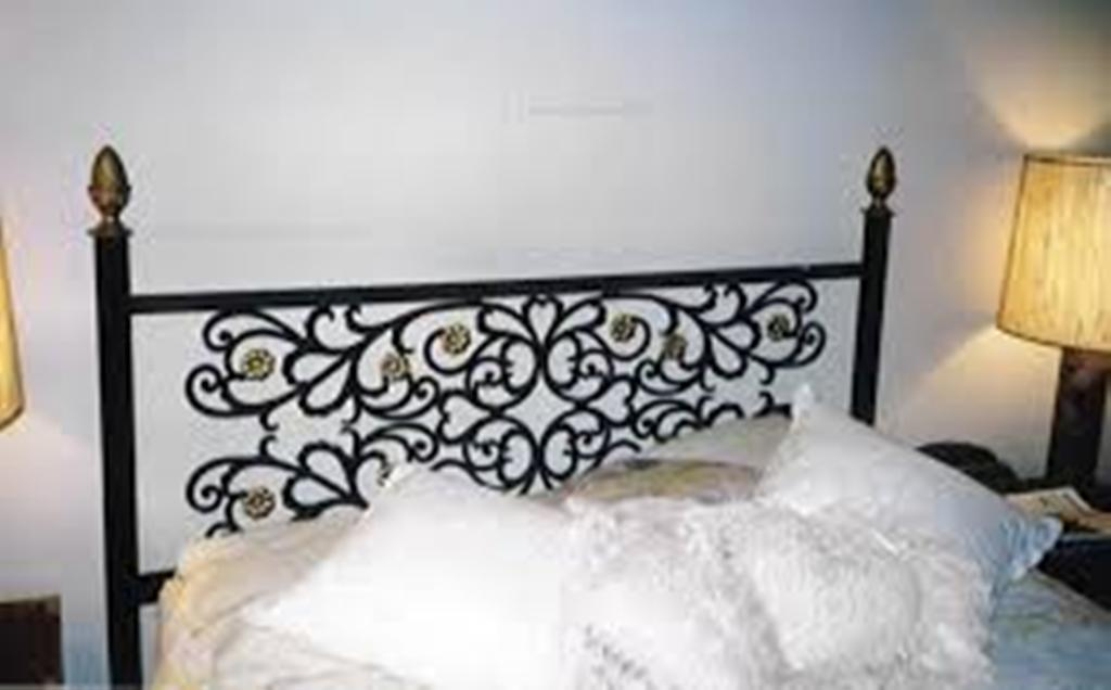 Image of: Wrought Iron Headboards Queen Craigslist