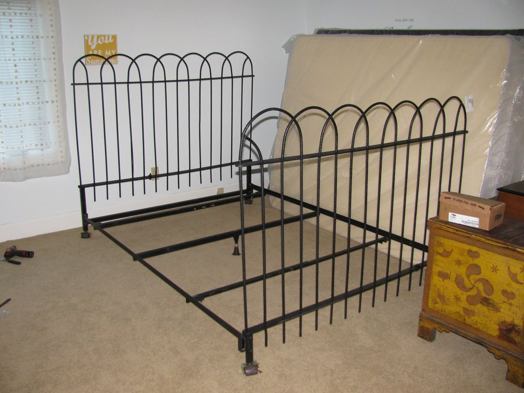 Image of: Wrought Iron Headboards Queen Sizes
