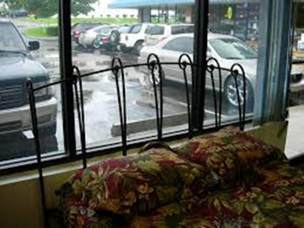 Image of: Wrought Iron Headboards for Queen Bed
