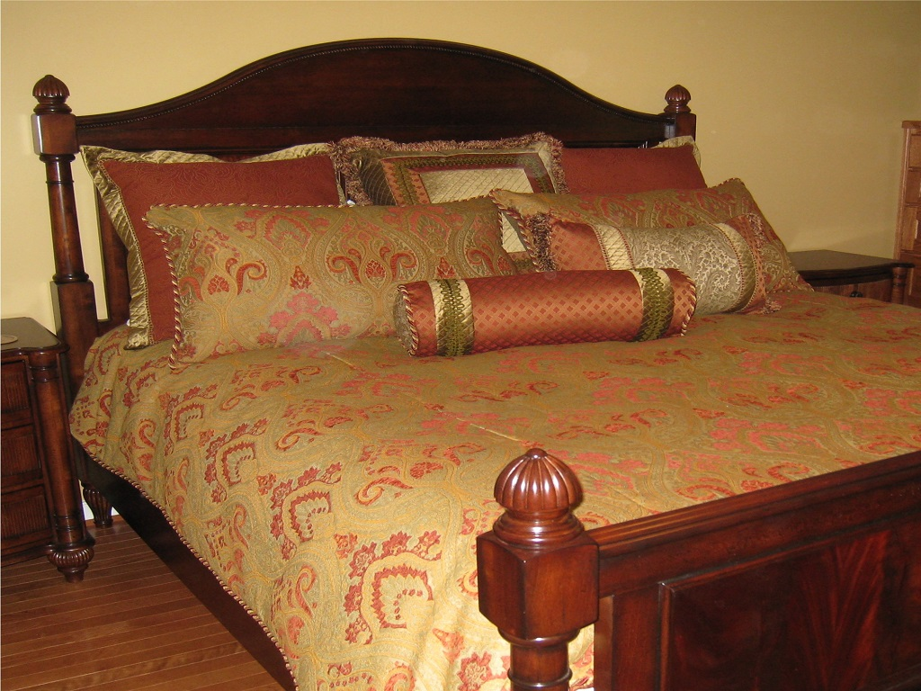 Image of: extra large decorative pillows for bed