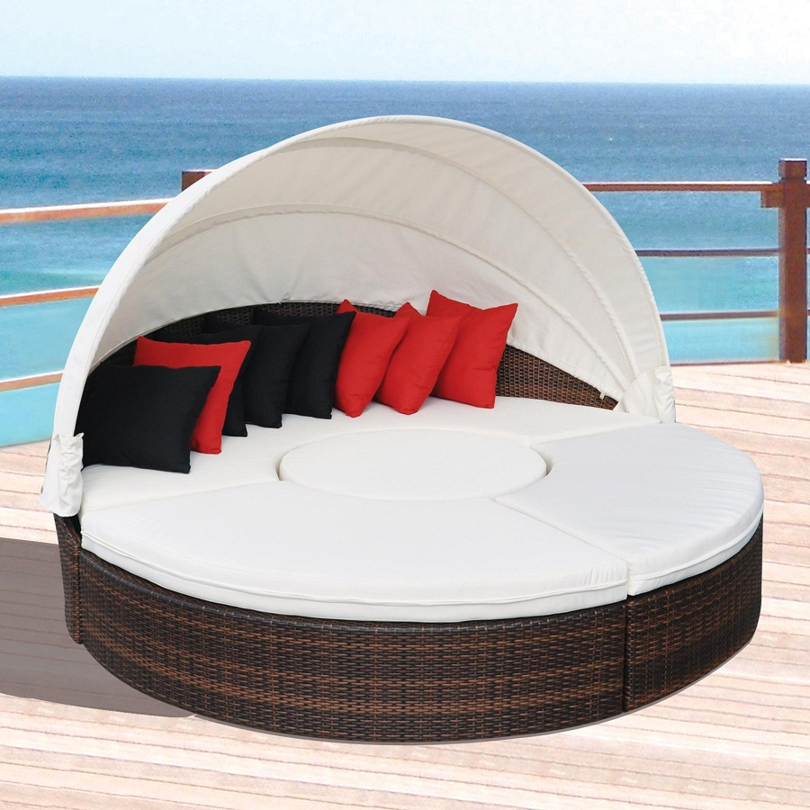 Image of: All Weather Outdoor Daybed with Canopy