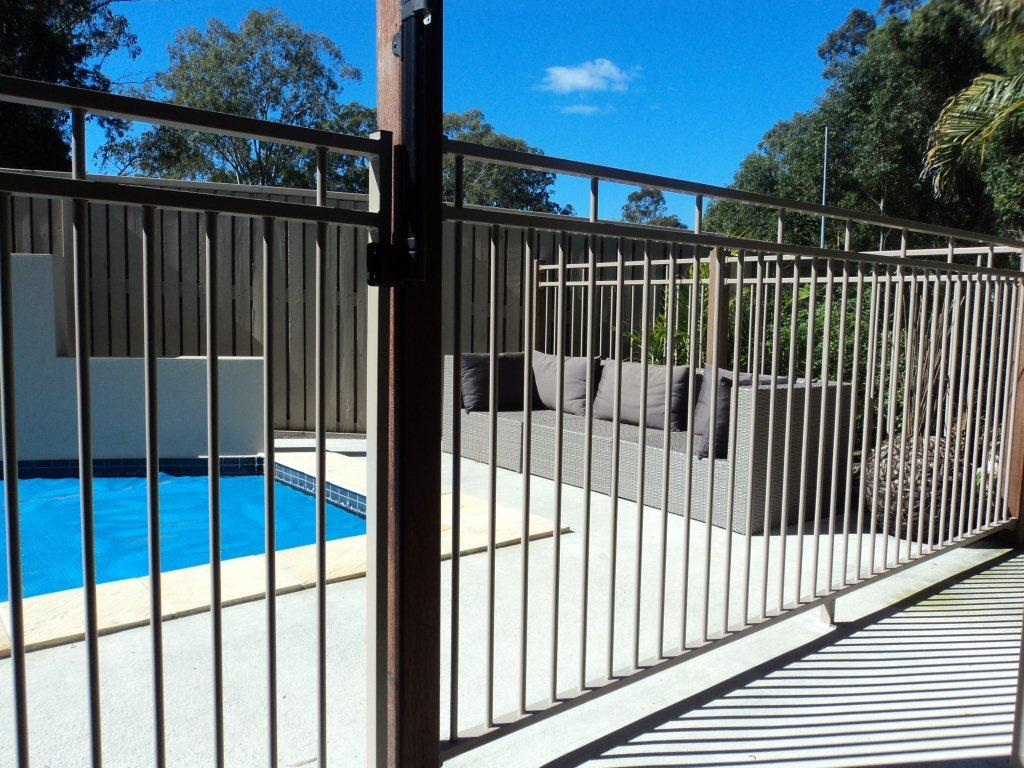 Image of: Aluminum Pool Deck Design