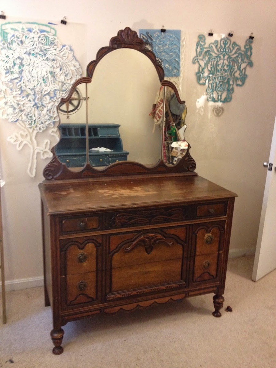 Antique Dresser With Mirror Design