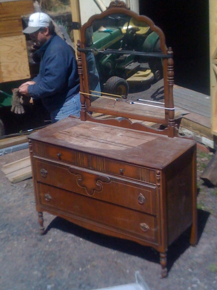 Image of: Antique Dresser With Mirror Furniture