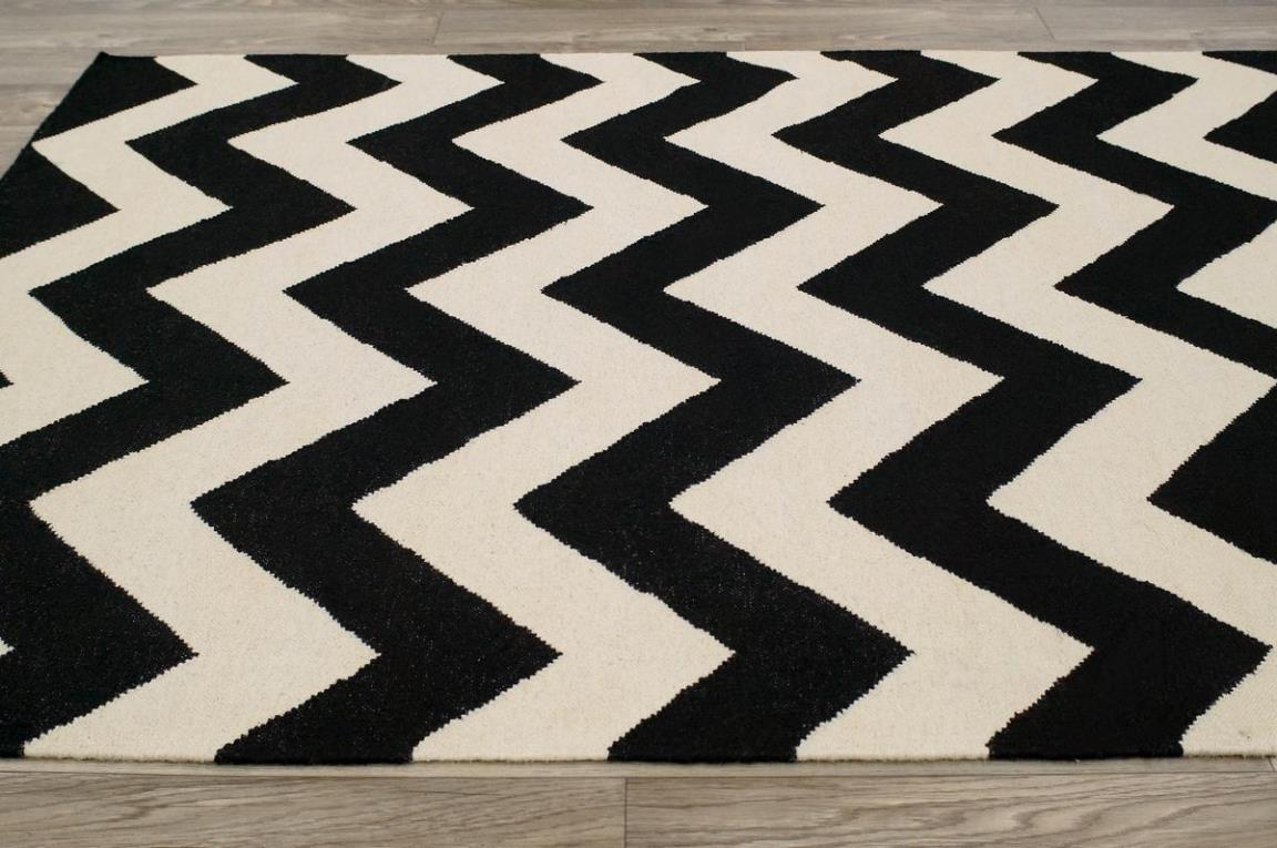 Image of: Black And White Chevron Area Rug
