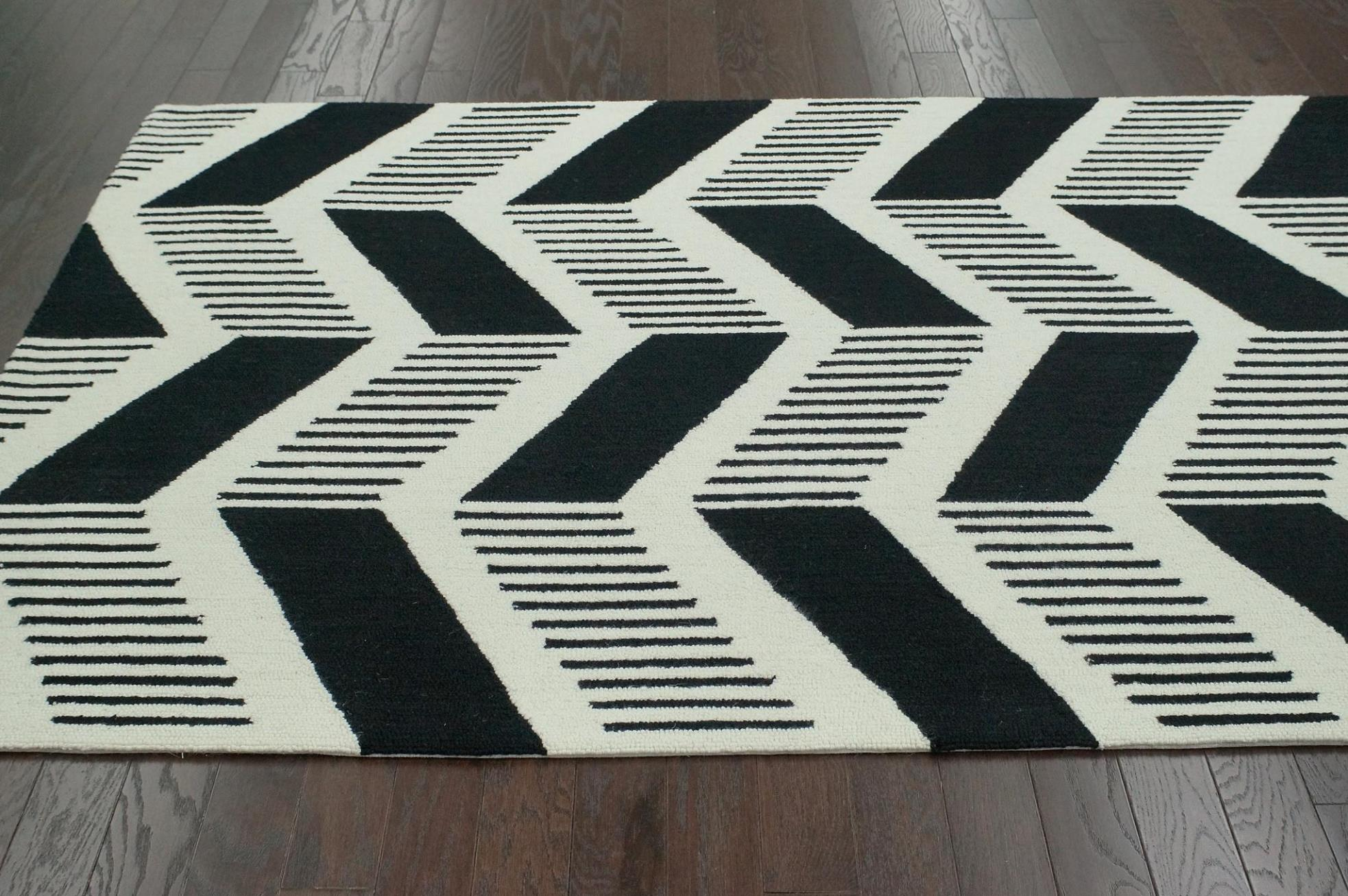 Image of: Black And White Chevron Rug
