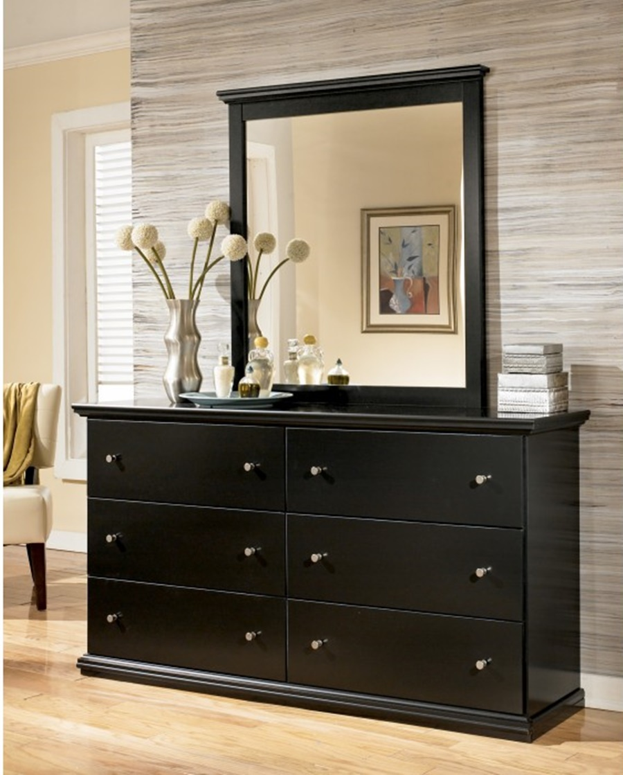 Image of: Black Dresser With Mirror Ideas