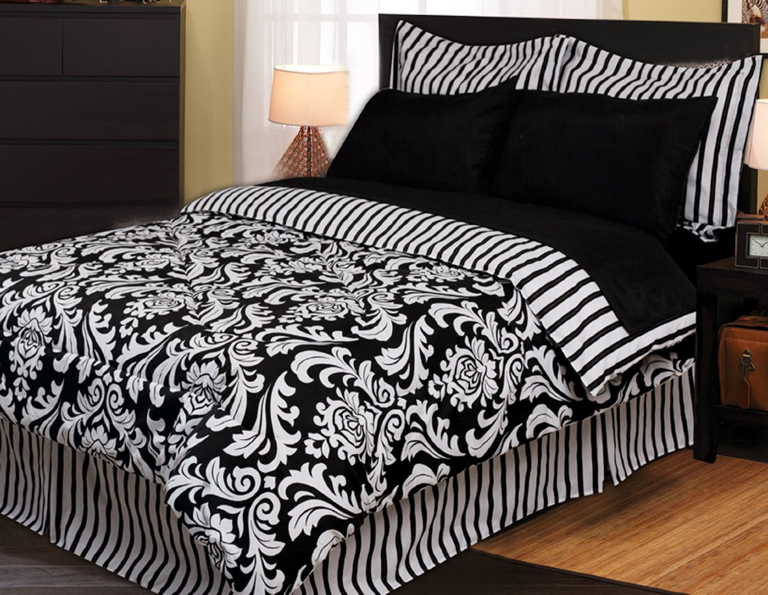 Image of: Black and white bedding diy