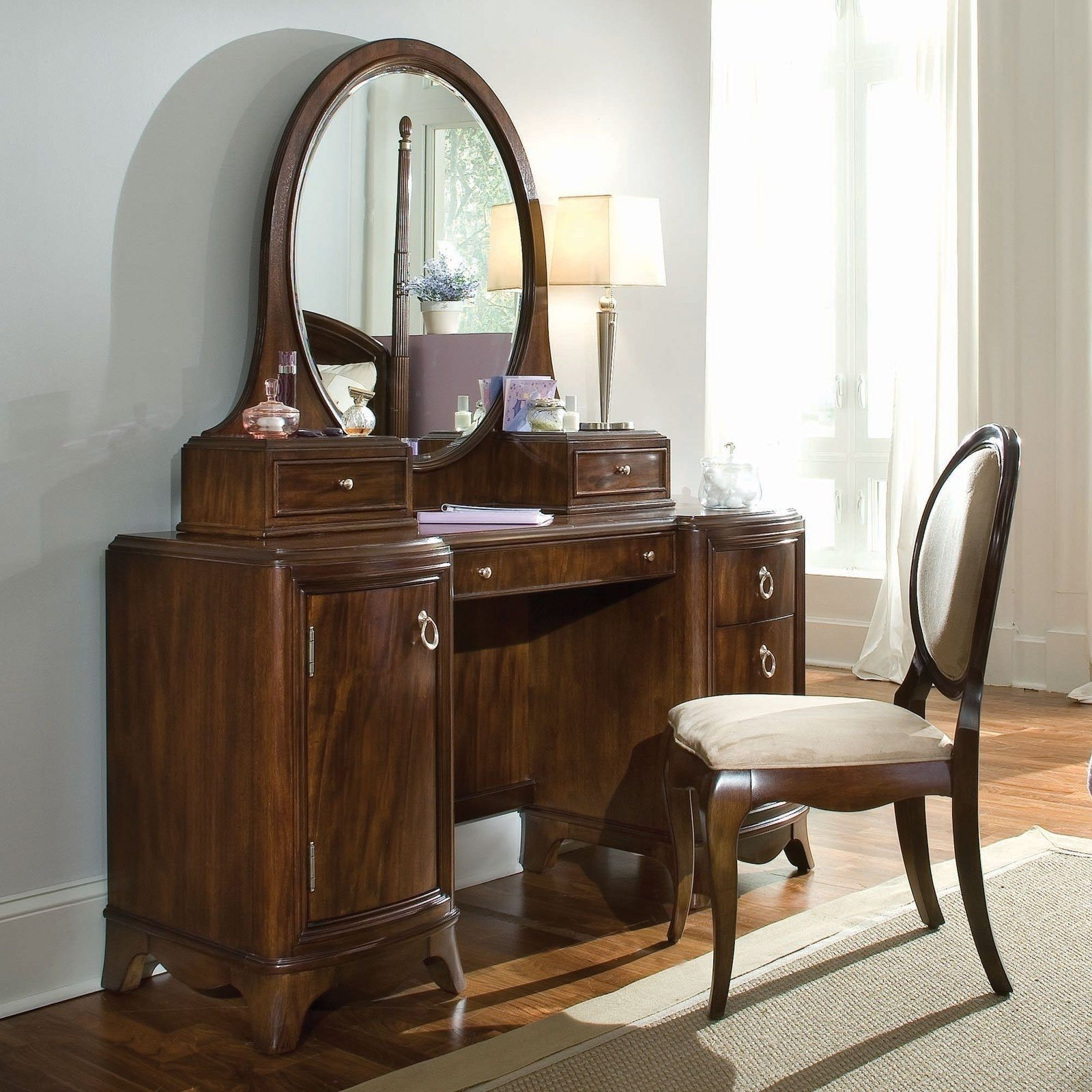 Image of: Broadway Lighted Vanity Mirror Style