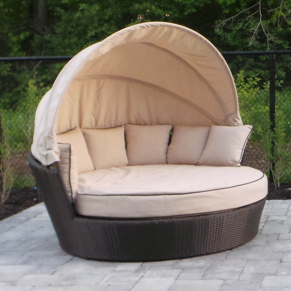 Image of: Comfortable Outdoor Daybed