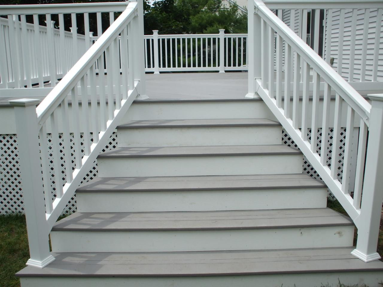 Image of: Composite Deck Stairs Modern