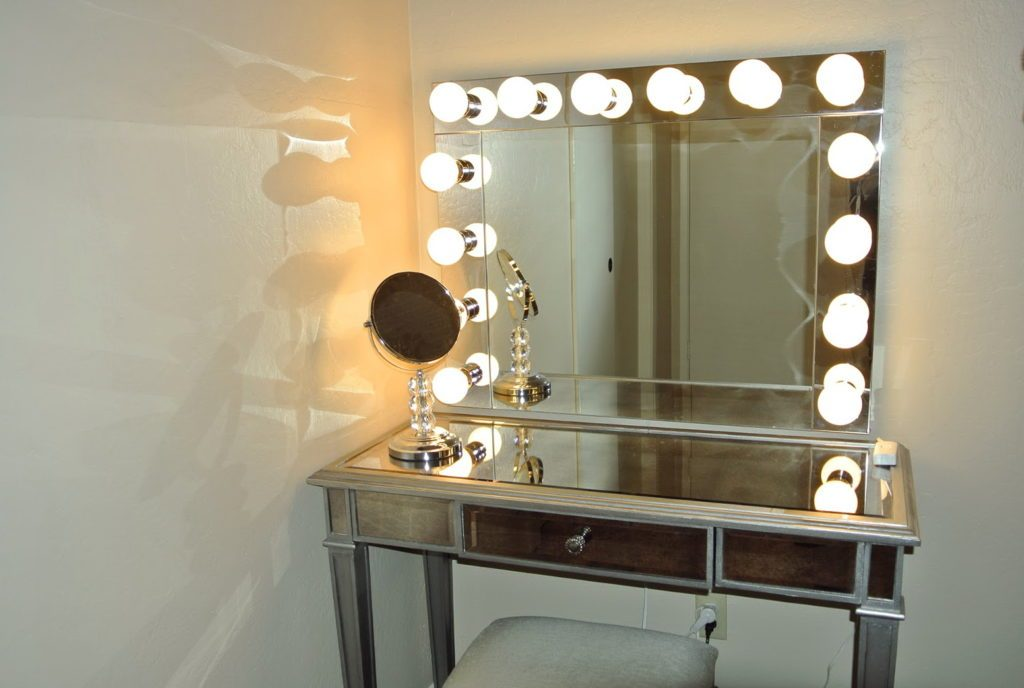 Image of: Corner Vanity with Lighted Mirror