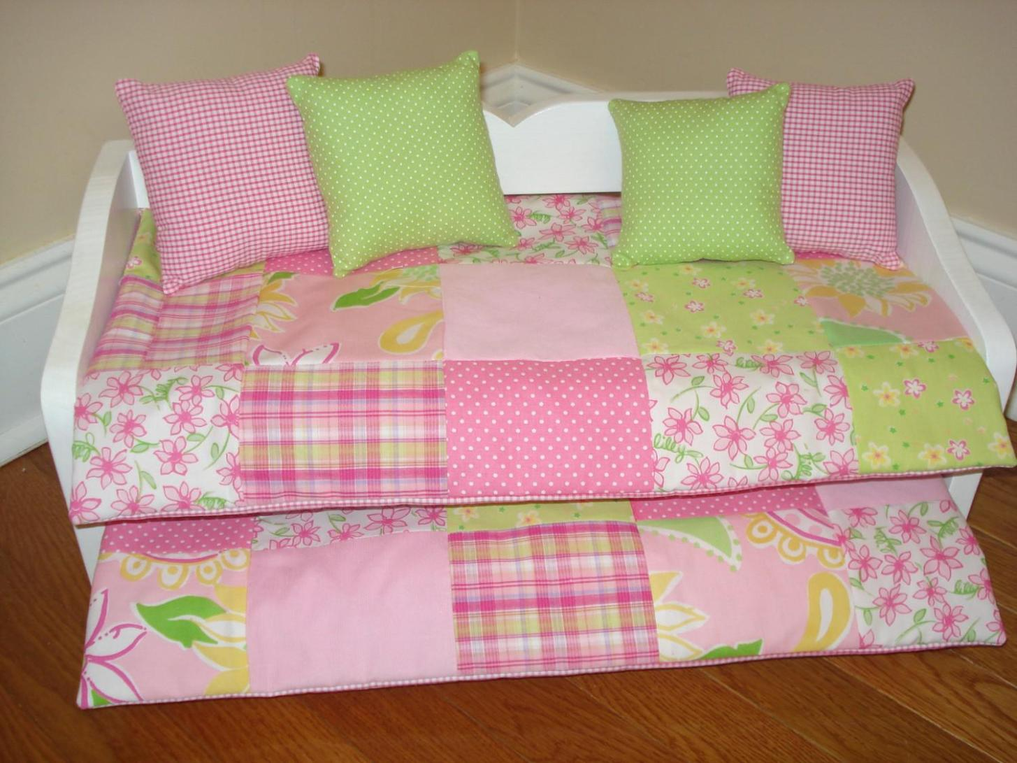 Image of: Daybed Bedspread Sets