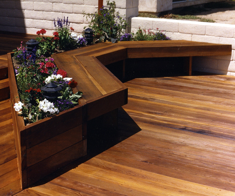 Image of: Deck Seating Ideas Plants