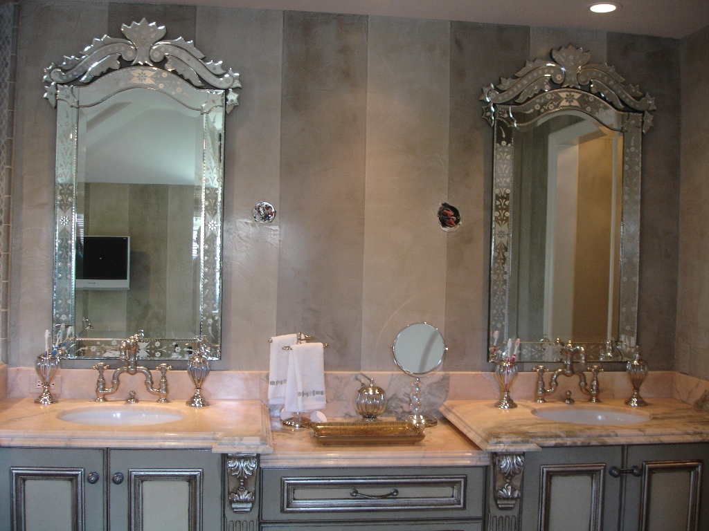 Image of: Decorative Bathroom Mirrors Style