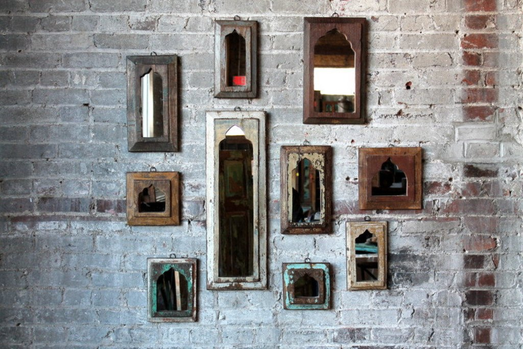 Image of: Distressed Arrow Reclaimed Wood Wall Mirror