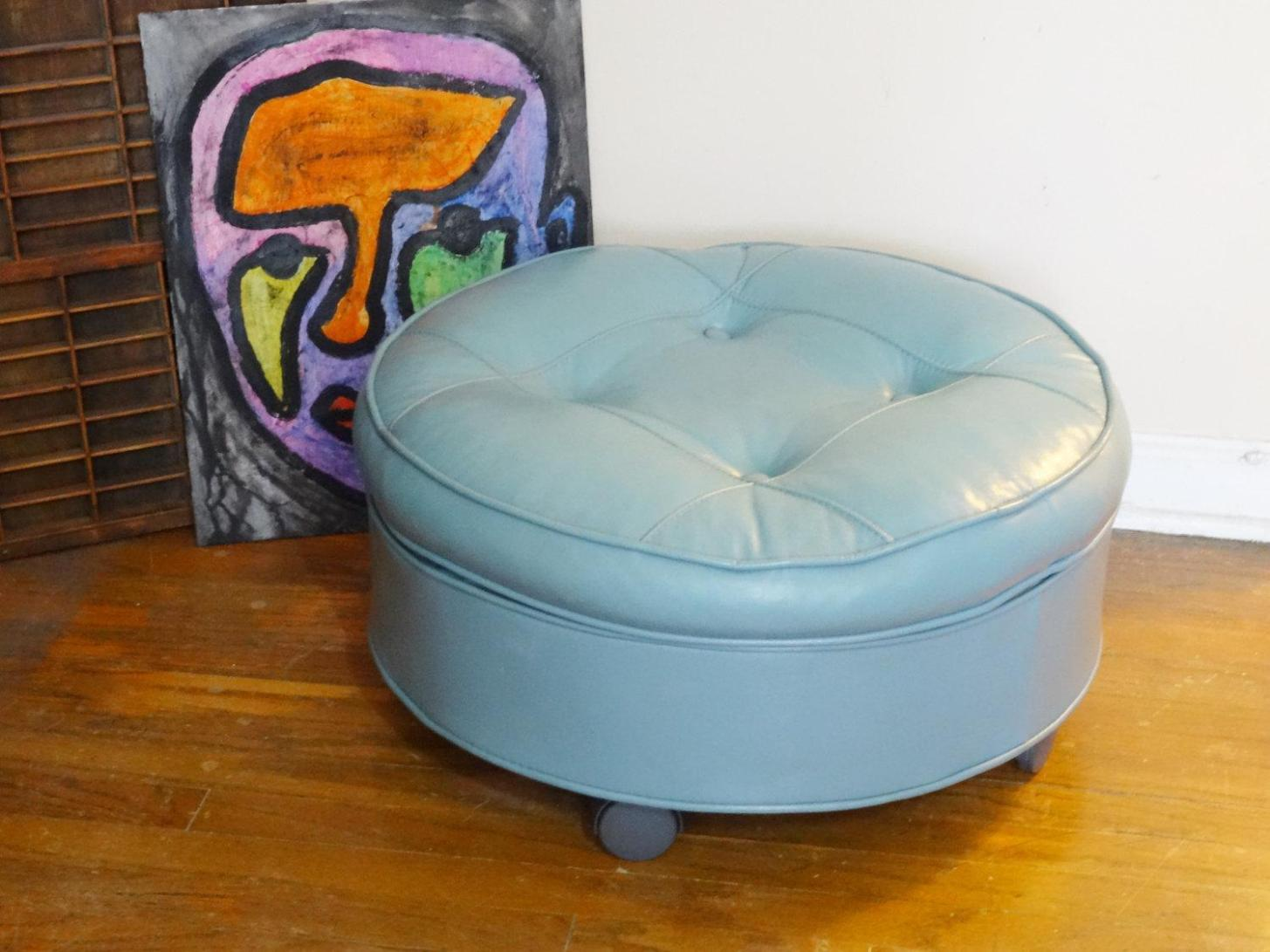 Image of: Diy Round Tufted Ottoman
