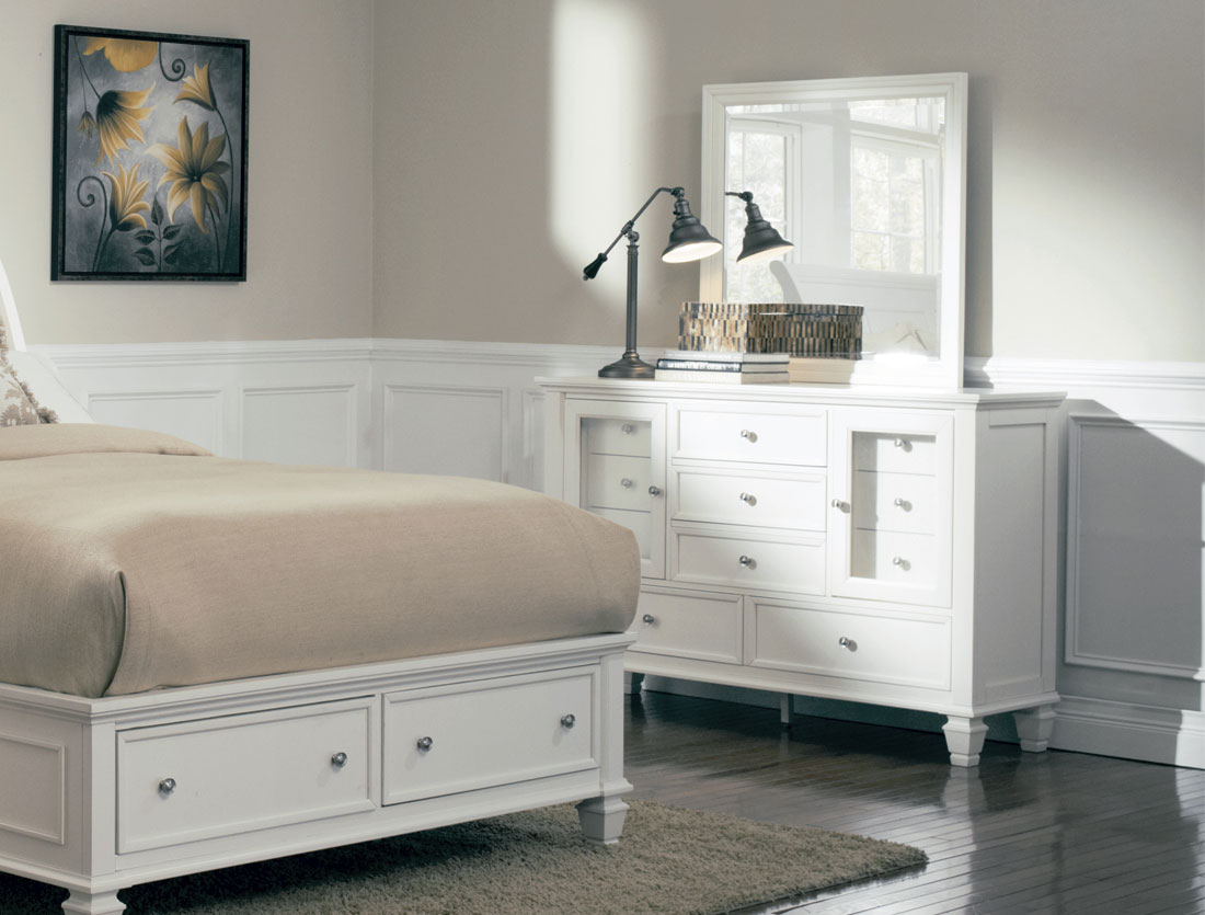 Image of: Finish White Dresser With Mirror